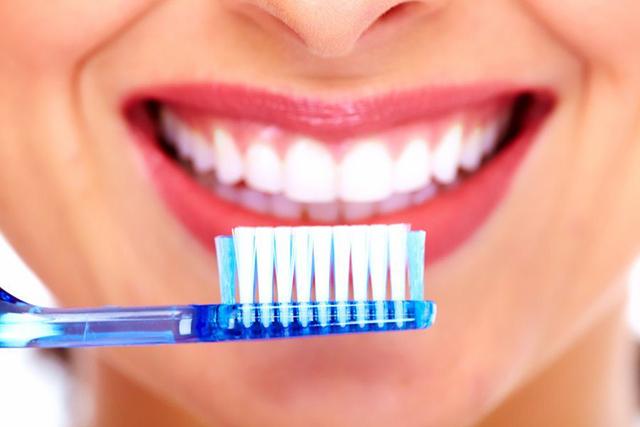 مسواک کردن دندان ها برای شروع یک روز عالی