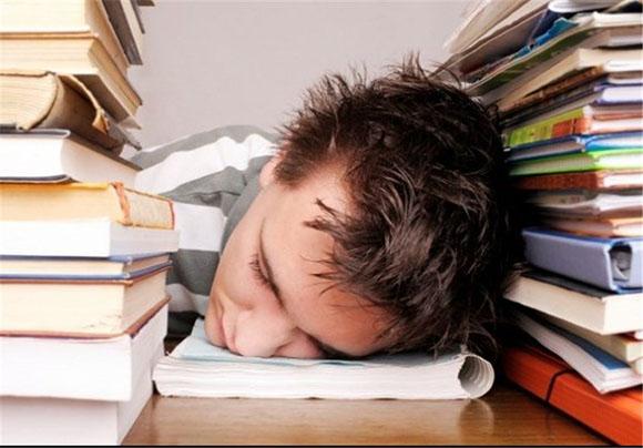 تفریحات بیهوده,کارهای بیهوده,مطالعه زیاد بدون عمل کردن