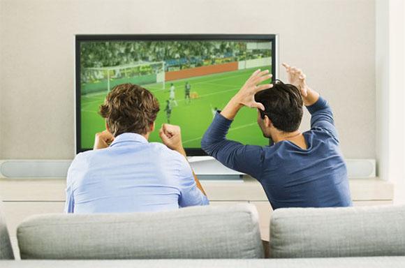 تفریحات بیهوده,کارهای بیهوده,تفریحات به ظاهر لذت بخش,تماشای فوتبال